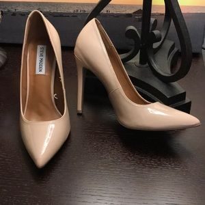 NEW STEVE MADDEN NUDE PUMPS
